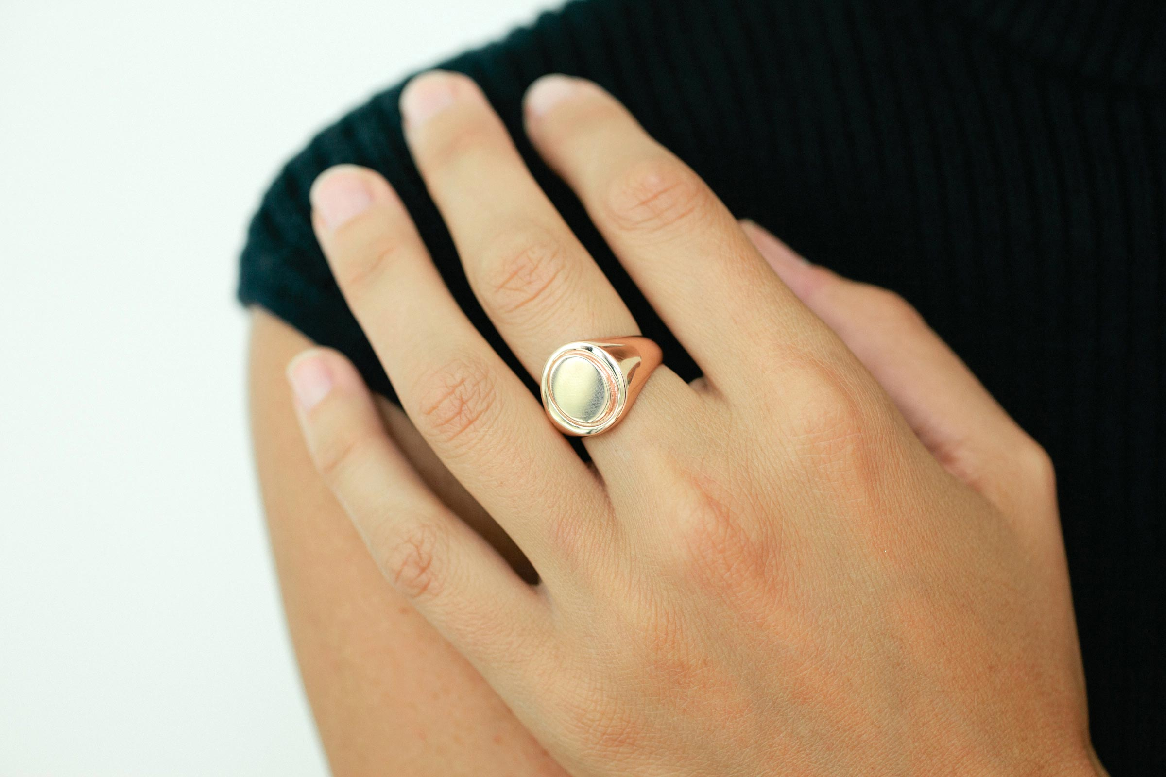 Mirrored-Oval-Signet-Ring_01